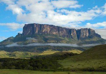 เขาโรไรมา ( Mount Roraima ) เทือกเขาสูงที่สวยงาม