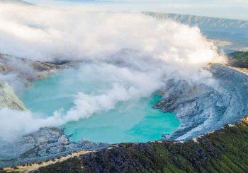 ลาวาสีน้ำเงินจากภูเขาไฟ kawah-ijen บนเกาะชวา